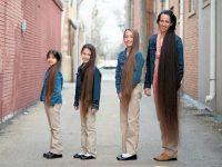 7 vrouwen met extreem lang haar tot aan hun enkels