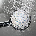 Hard water? Zo bescherm je je haar tegen kalk – 11 tips