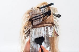 Hoe gevaarlijk is haarverf voor je huid, haar en gezondheid?