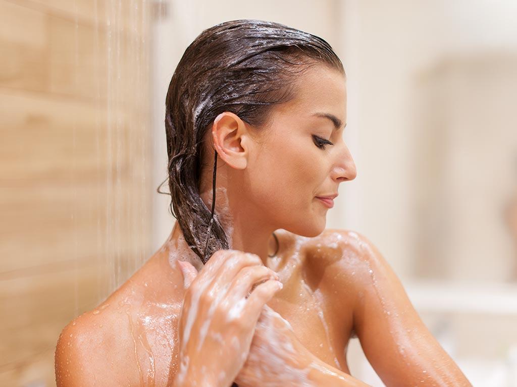 Hoe vaak moet je je haar wassen - featured image - groot