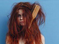 Hoe verwijder je hardnekkige klitten – zonder je haren uit je hoofd te trekken?