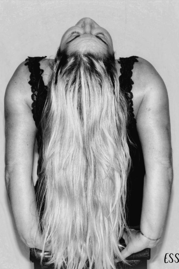 Esther - Vrouw met lang haar na 40e